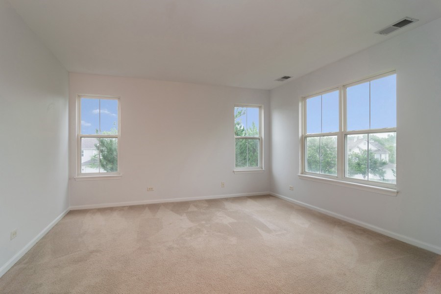 Real Estate Photography - 565 Peregrine Pkwy, 565, Bartlett, IL, 60103 - Master Bedroom