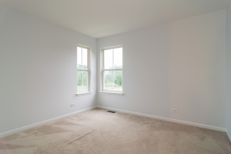 Real Estate Photography - 565 Peregrine Pkwy, 565, Bartlett, IL, 60103 - Guest Bedroom