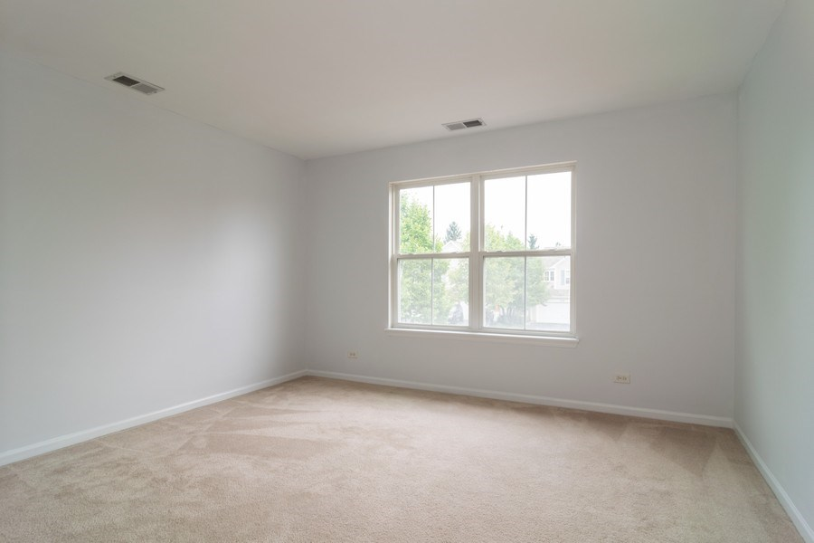 Real Estate Photography - 565 Peregrine Pkwy, 565, Bartlett, IL, 60103 - 3rd Bedroom