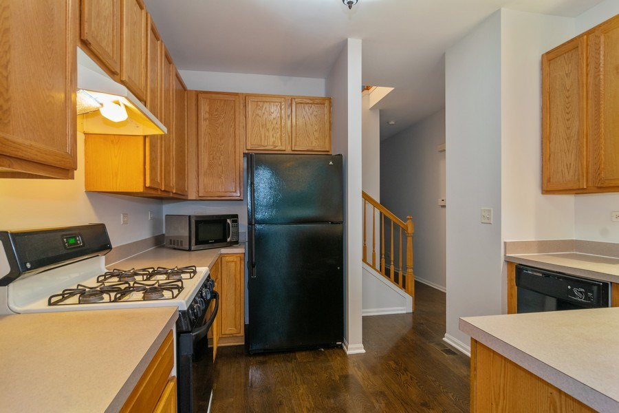 Real Estate Photography - 565 Peregrine Pkwy, 565, Bartlett, IL, 60103 - Kitchen