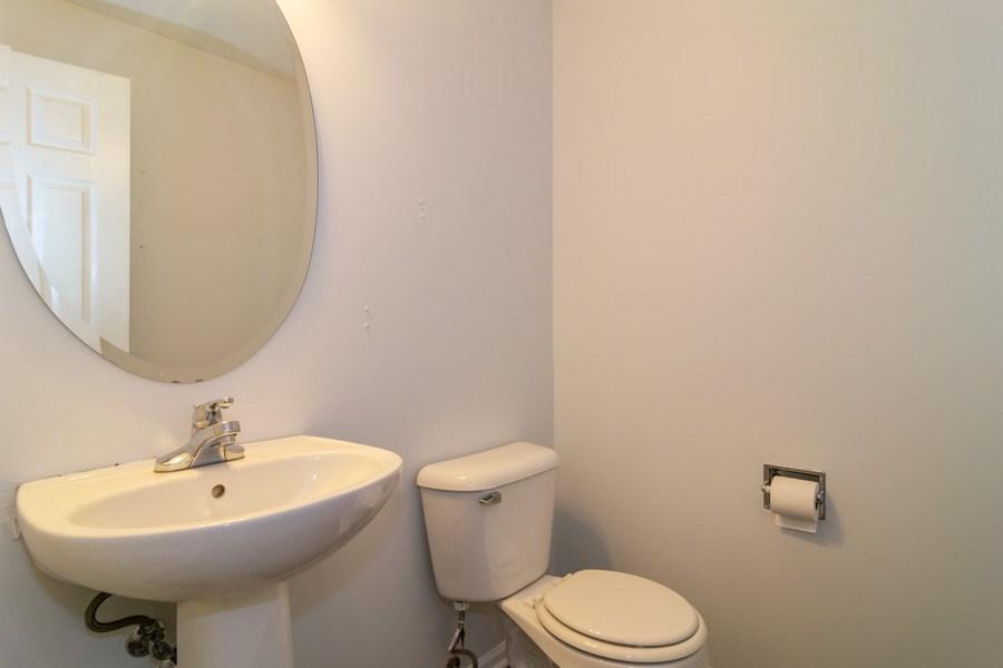 Real Estate Photography - 565 Peregrine Pkwy, 565, Bartlett, IL, 60103 - Half Bath