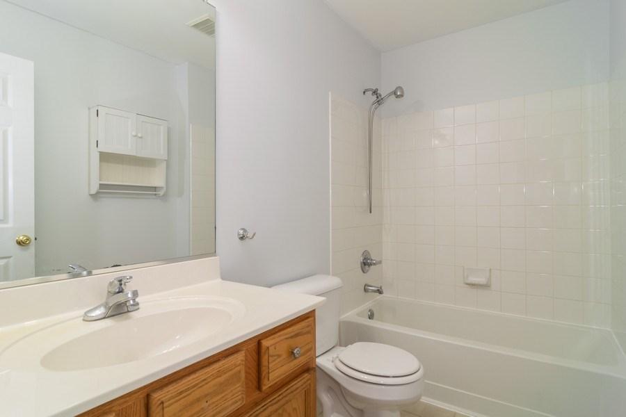 Real Estate Photography - 565 Peregrine Pkwy, 565, Bartlett, IL, 60103 - Bathroom