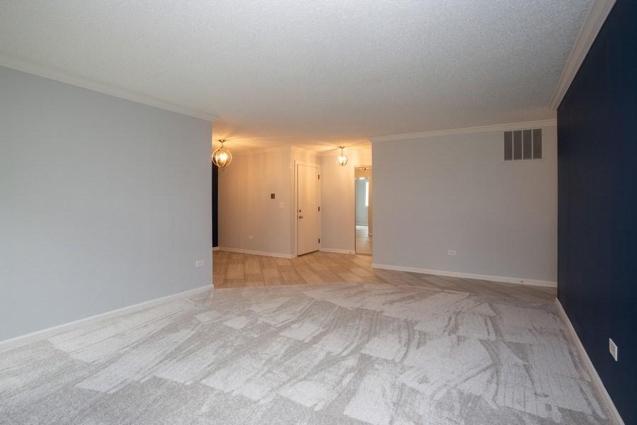 Real Estate Photography - 603 Elizabeth Dr, 27-A-L, Wood Dale, IL, 60191 - Living Room