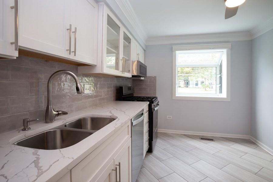 Real Estate Photography - 603 Elizabeth Dr, 27-A-L, Wood Dale, IL, 60191 - Kitchen