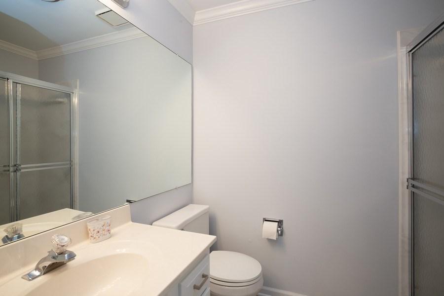 Real Estate Photography - 603 Elizabeth Dr, 27-A-L, Wood Dale, IL, 60191 - Bathroom