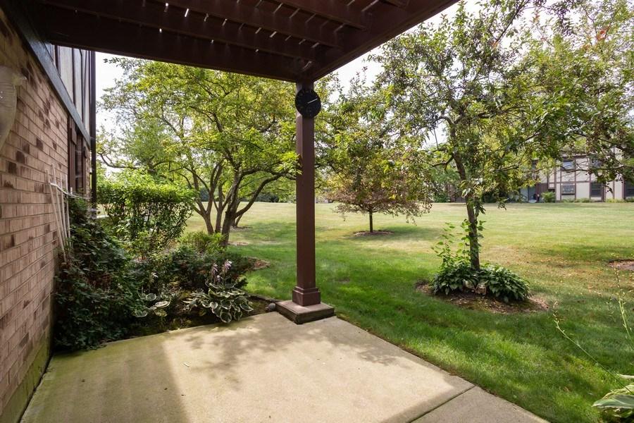 Real Estate Photography - 603 Elizabeth Dr, 27-A-L, Wood Dale, IL, 60191 - Patio