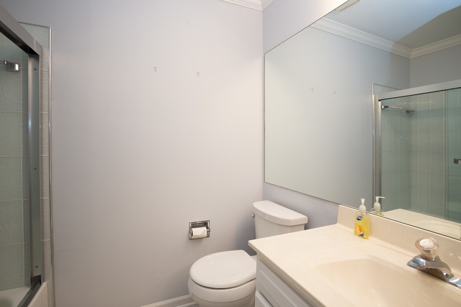 Real Estate Photography - 603 Elizabeth Dr, 27-A-L, Wood Dale, IL, 60191 - 2nd Bathroom