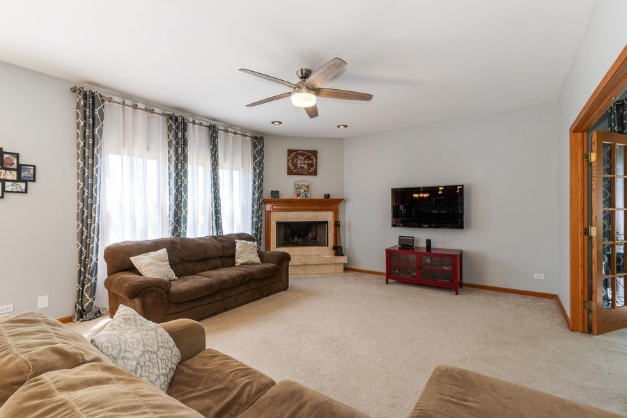 Real Estate Photography - 612 Ridgelawn Trl, Batavia, IL, 60510 - Family Room