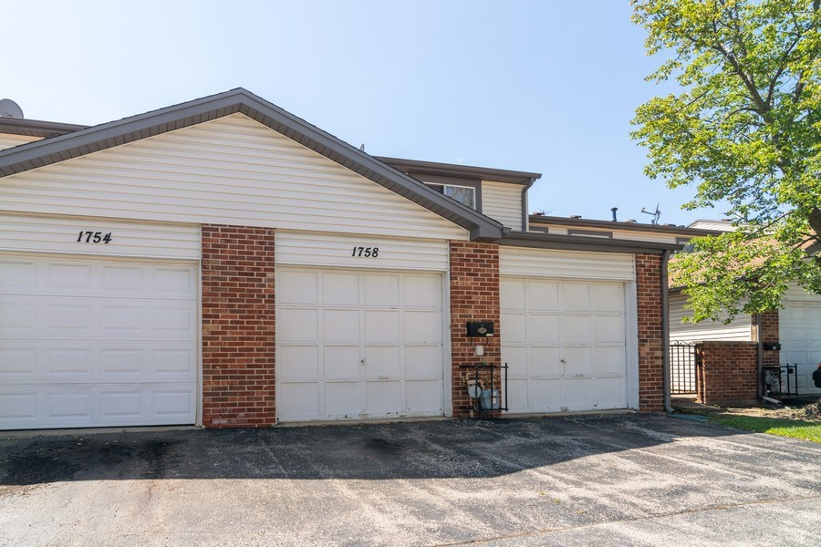 Real Estate Photography - 1758 Raleigh Ln, Hoffman Estates, IL, 60169 - Rear View