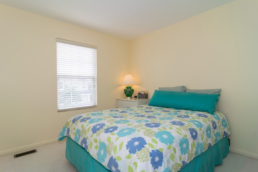 Real Estate Photography - 118 Cedarfield Dr, Bartlett, IL, 60103 - Guest Bedroom