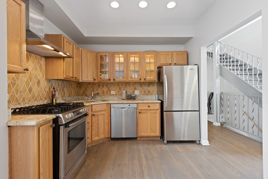 Real Estate Photography - 1618 North Burling St, A, Chicago, IL, 60614 - Kitchen