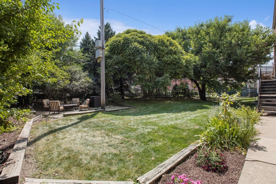 Real Estate Photography - 1618 North Burling St, A, Chicago, IL, 60614 - Side Yard