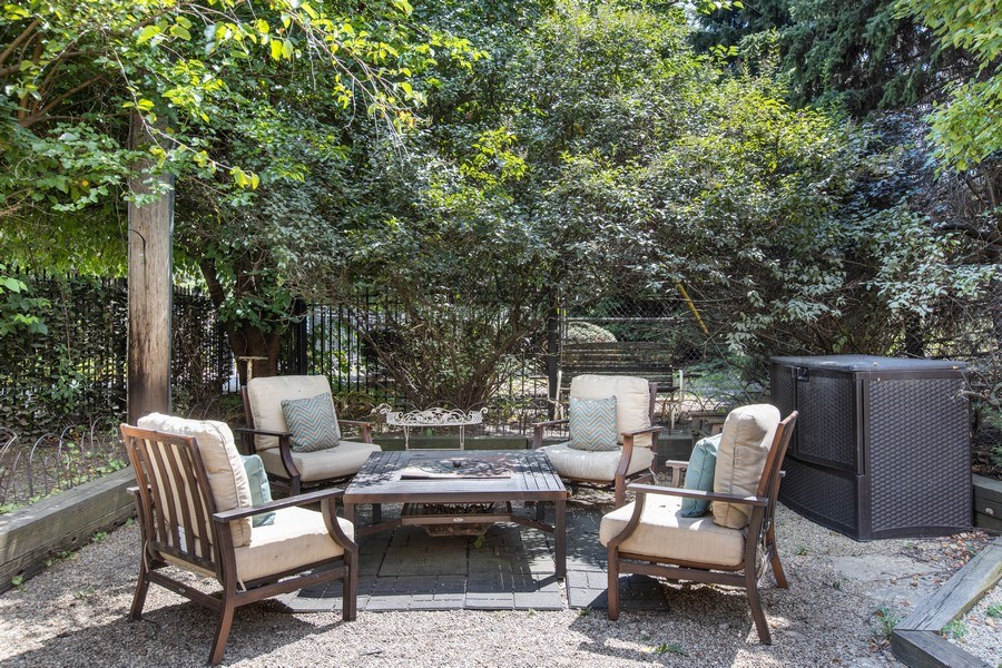 Real Estate Photography - 1618 North Burling St, A, Chicago, IL, 60614 - Patio