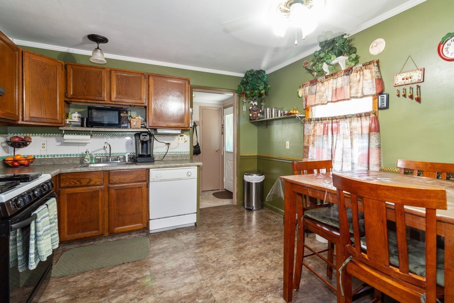 Real Estate Photography - 25443 West Route 30 Hwy, Plainfield, IL, 60585 - Kitchen