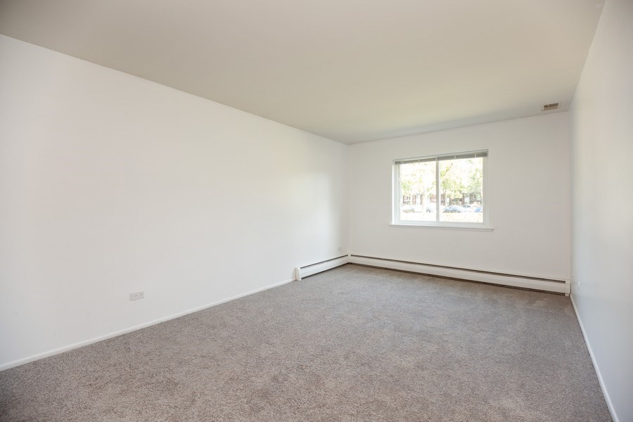 Real Estate Photography - 2431 East Brandenberry Ct, 1R, Arlington Heights, IL, 60004 - Master Bedroom