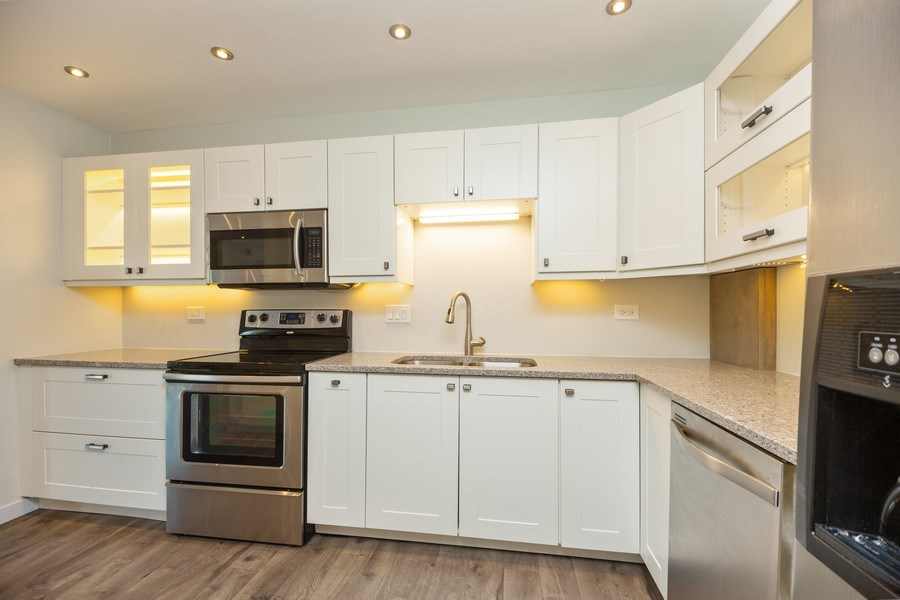 Real Estate Photography - 2431 East Brandenberry Ct, 1R, Arlington Heights, IL, 60004 - Kitchen