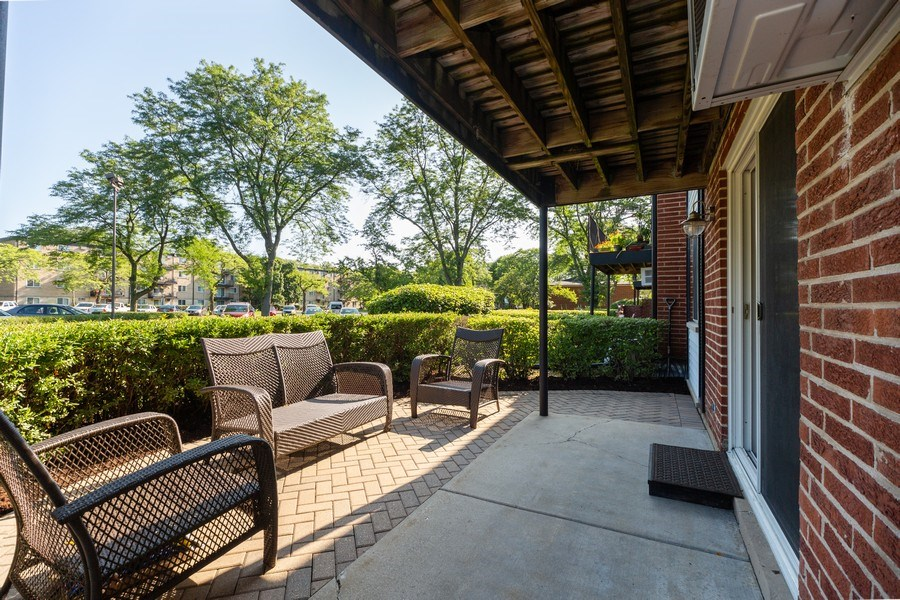 Real Estate Photography - 2431 East Brandenberry Ct, 1R, Arlington Heights, IL, 60004 - Patio