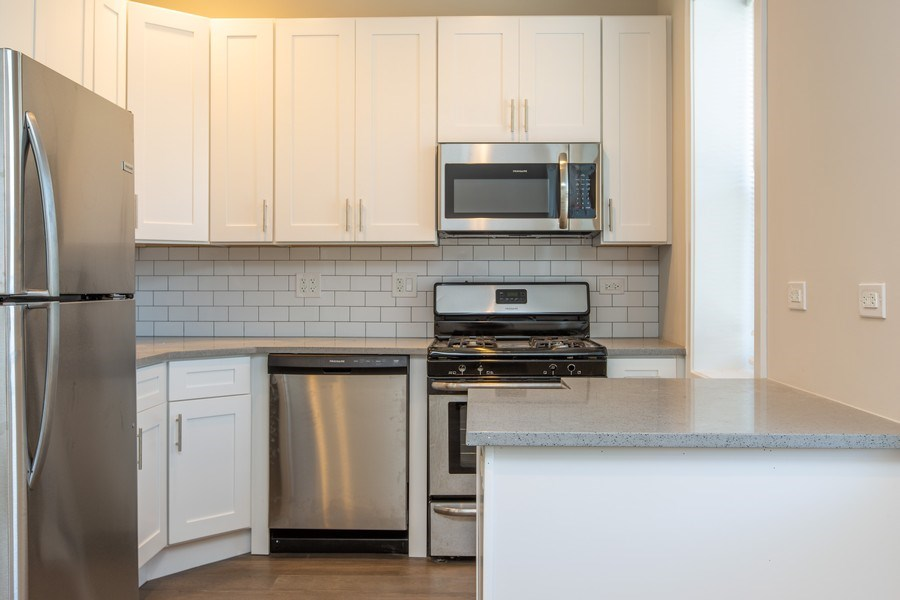 Real Estate Photography - 1450 North Ashland Ave, Chicago, IL, 60622 - Kitchen