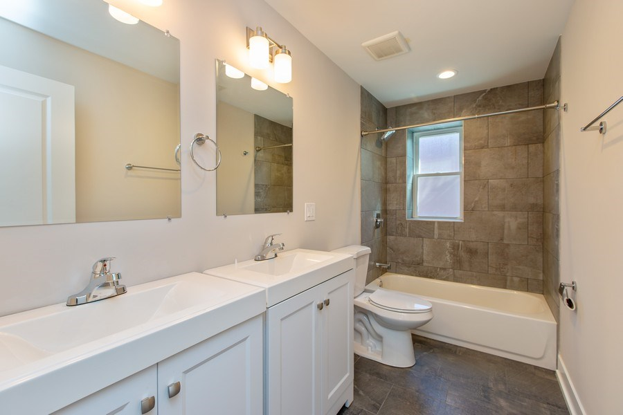 Real Estate Photography - 1450 North Ashland Ave, Chicago, IL, 60622 - 2nd Bathroom