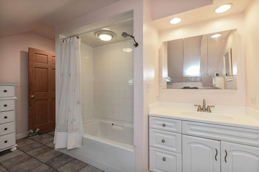 Real Estate Photography - 103 Pine Ave, Riverside, IL, 60546 - 2nd Bathroom