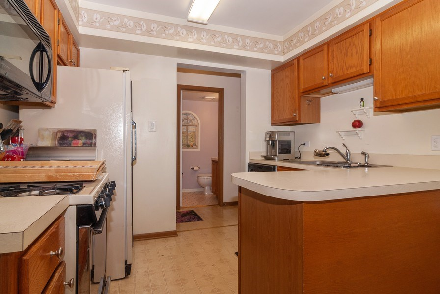 Real Estate Photography - 3522 Frontenac Ct, Aurora, IL, 60504 - Kitchen