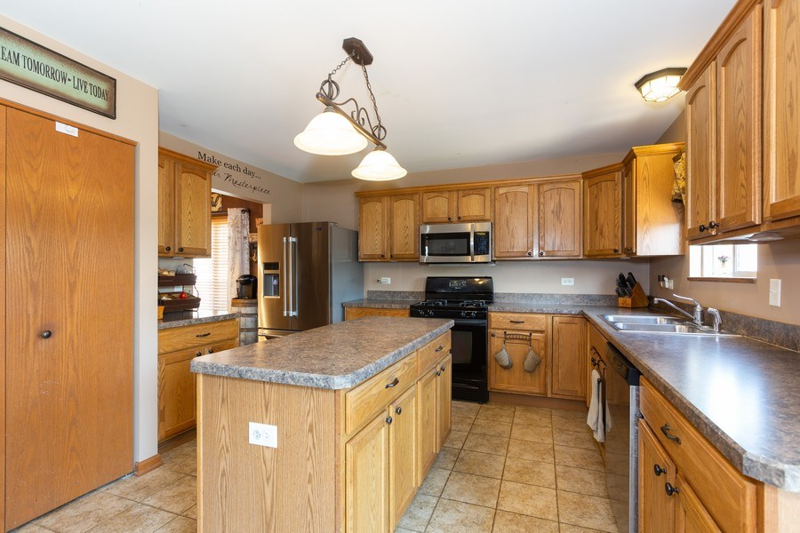 Real Estate Photography - 3508 Ironwood Ct, Joliet, IL, 60435 - Kitchen