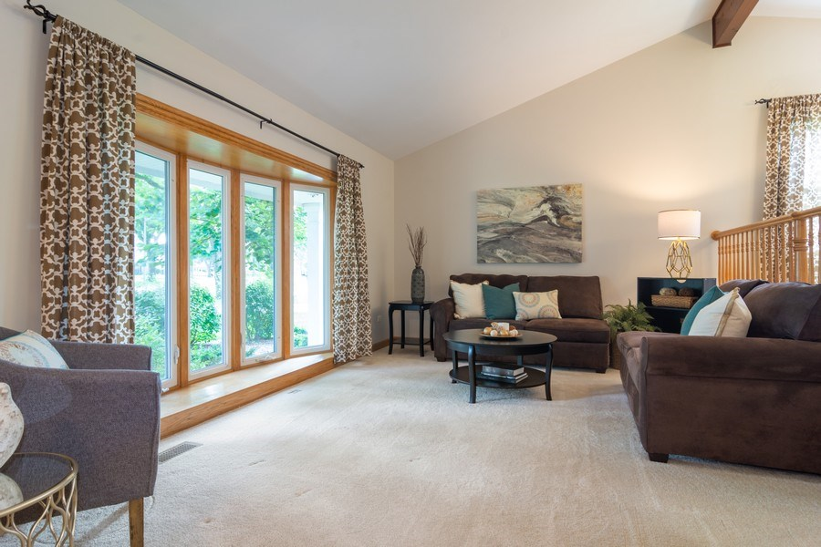 Real Estate Photography - 3039 North Huntington Dr, Arlington Heights, IL, 60004 - Living Rm w/large window & vaulted ceiling
