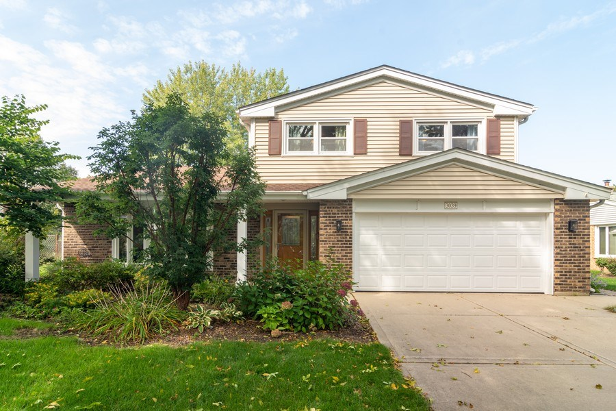 Real Estate Photography - 3039 North Huntington Dr, Arlington Heights, IL, 60004 - Front view