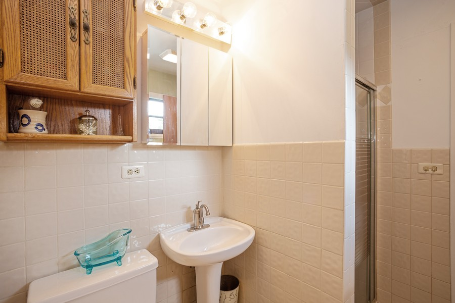 Real Estate Photography - 929 South Chestnut Ave, Arlington Heights, IL, 60005 - Master Bathroom