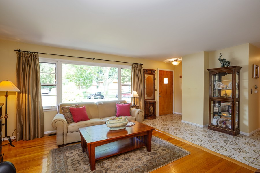 Real Estate Photography - 929 South Chestnut Ave, Arlington Heights, IL, 60005 - Living Room