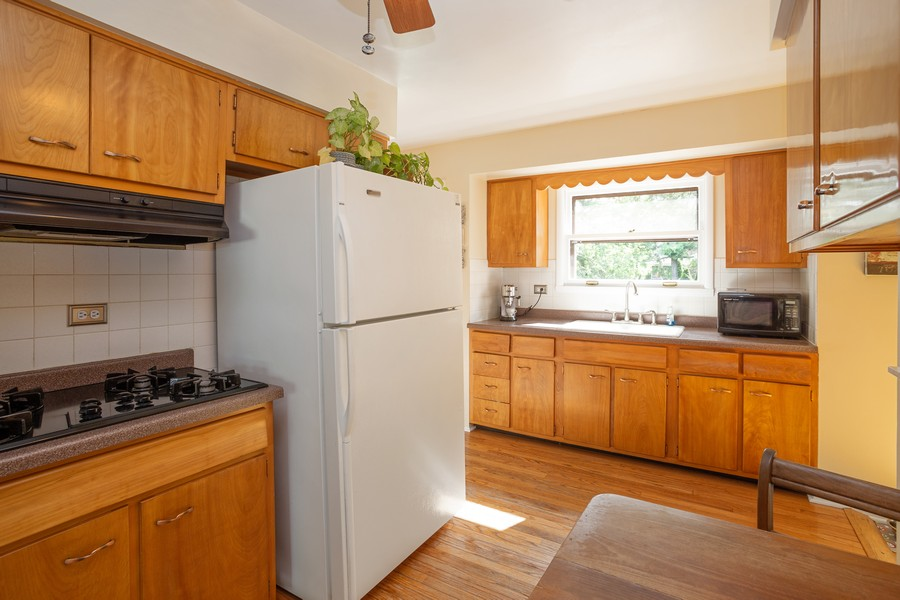 Real Estate Photography - 929 South Chestnut Ave, Arlington Heights, IL, 60005 - Kitchen