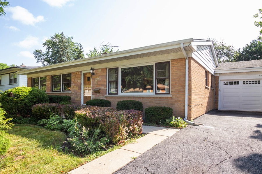 Real Estate Photography - 929 South Chestnut Ave, Arlington Heights, IL, 60005 - Front View