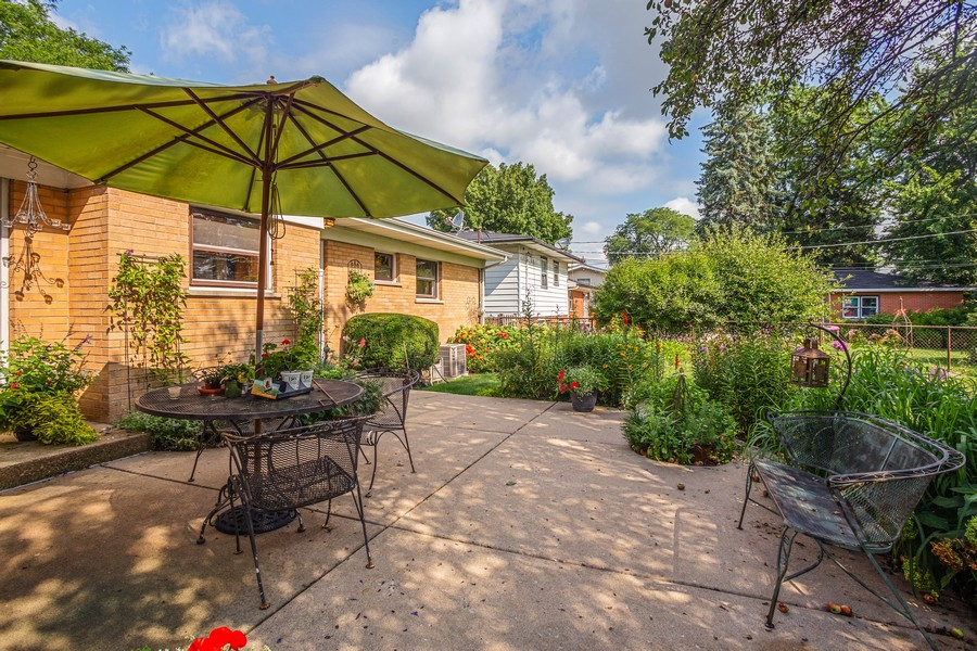 Real Estate Photography - 929 South Chestnut Ave, Arlington Heights, IL, 60005 - Patio
