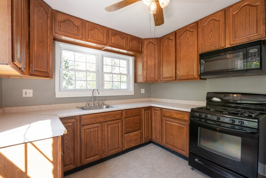 Real Estate Photography - 244 North Clifton Ave, Elgin, IL, 60123 - Kitchen
