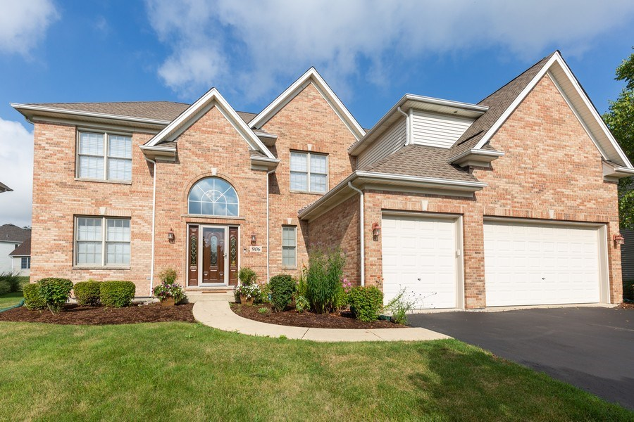 Real Estate Photography - 906 Sunrise Dr, South Elgin, IL, 60177 - Front View