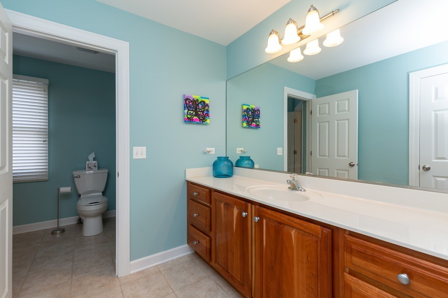 Real Estate Photography - 906 Sunrise Dr, South Elgin, IL, 60177 - 2nd Bathroom
