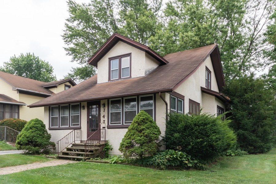 Real Estate Photography - 747 Rogers St, Downers Grove, IL, 60515 - Front View