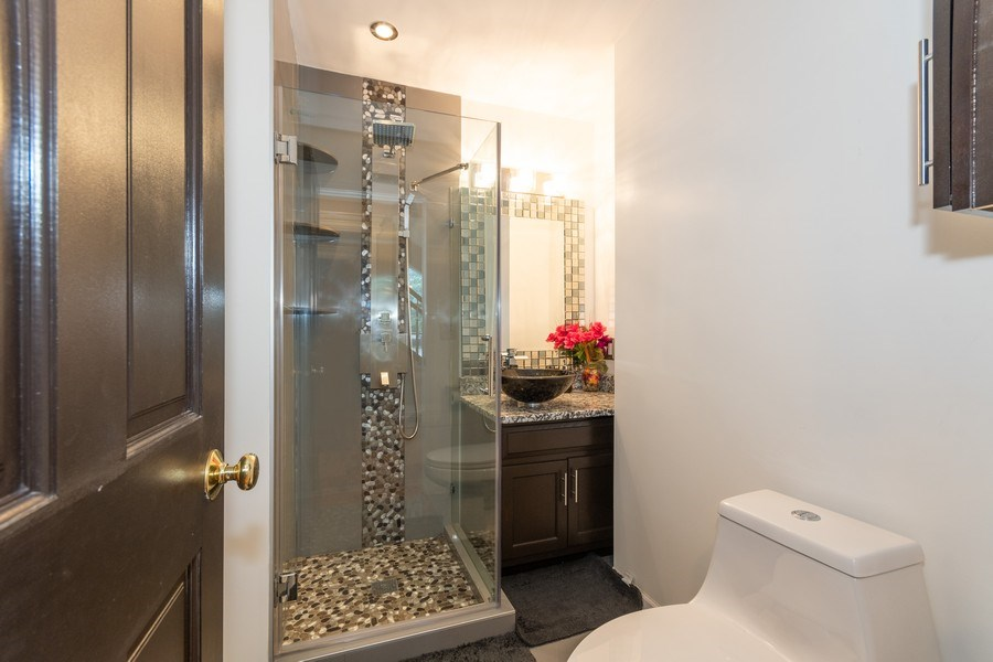 Real Estate Photography - 2833 Mapleside Ct, Aurora, IL, 60502 - 2nd Bathroom