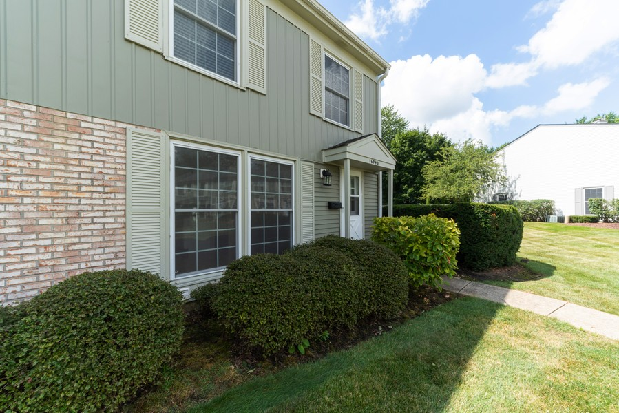Real Estate Photography - 1694 Valley Forge Ct, D, Wheaton, IL, 60189 - Front View