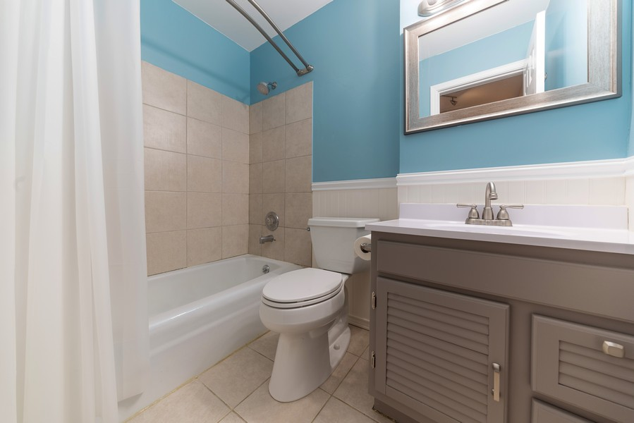 Real Estate Photography - 1694 Valley Forge Ct, D, Wheaton, IL, 60189 - Bathroom