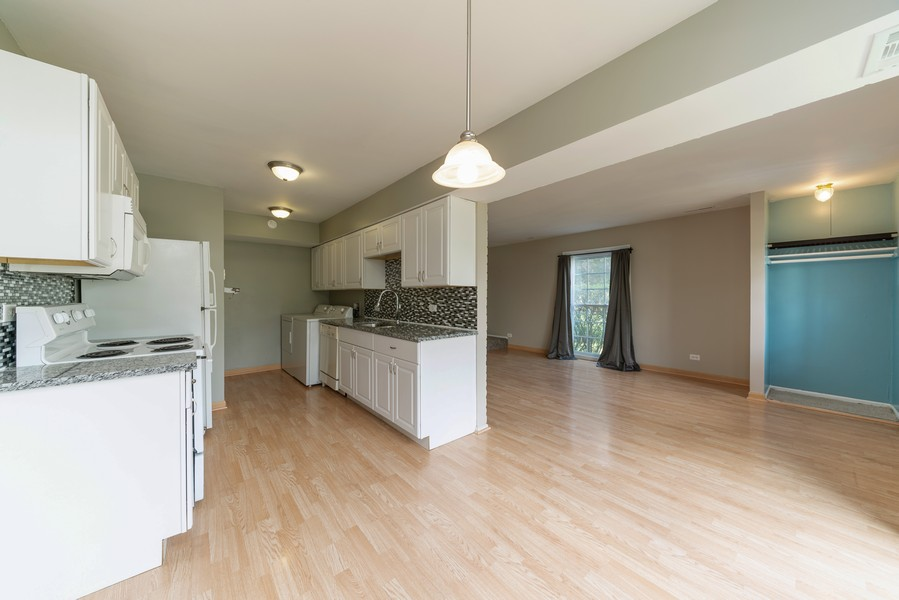 Real Estate Photography - 1694 Valley Forge Ct, D, Wheaton, IL, 60189 - Kitchen/Dining