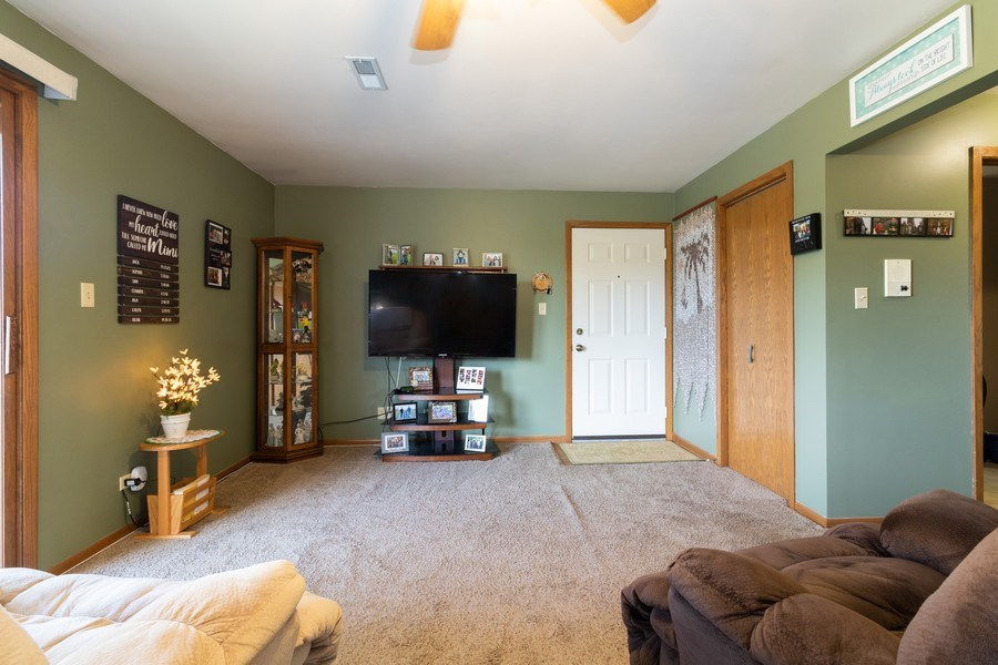 Real Estate Photography - 226 Manor Dr, 4, New Lenox, IL, 60451 - Living Room