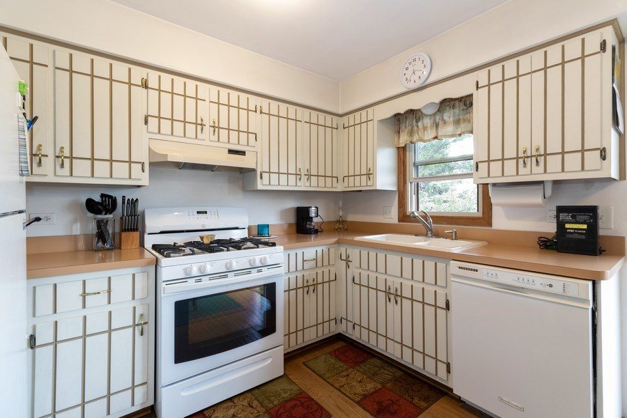 Real Estate Photography - 226 Manor Dr, 4, New Lenox, IL, 60451 - Kitchen