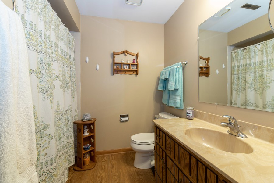 Real Estate Photography - 226 Manor Dr, 4, New Lenox, IL, 60451 - Bathroom