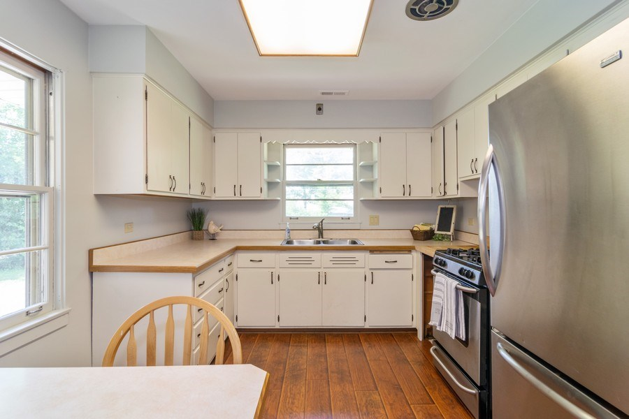 Real Estate Photography - 230 North Forest Ct, Addison, IL, 60101 - Kitchen