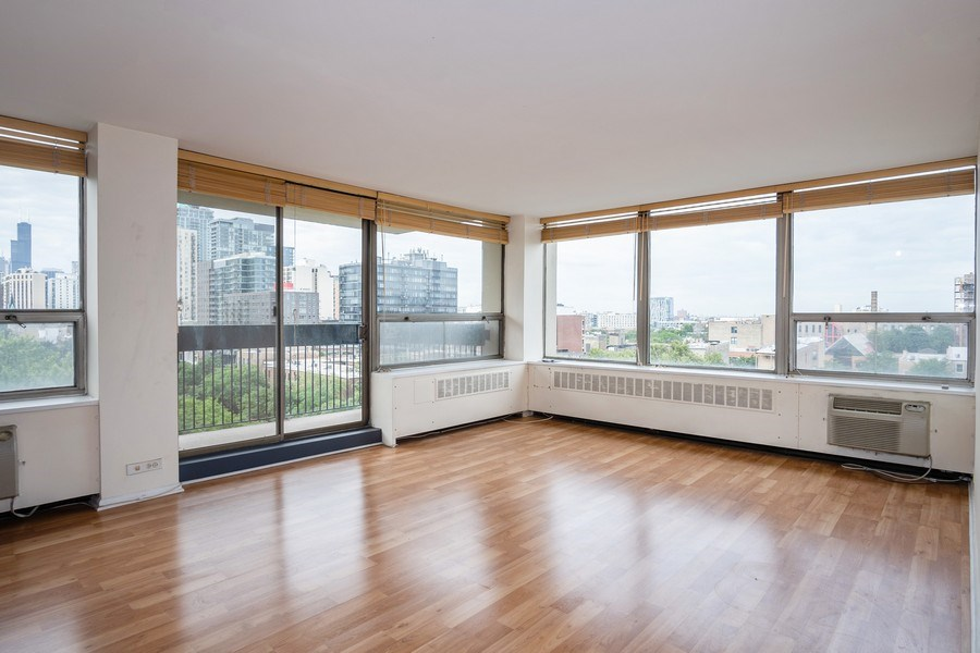 Real Estate Photography - 1360 N Sandburg Terrace, Unit 811, Chicago, IL, 60610 - Living Room