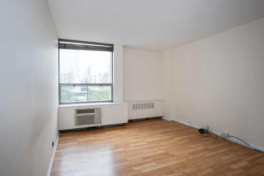 Real Estate Photography - 1360 N Sandburg Terrace, Unit 811, Chicago, IL, 60610 - Bedroom