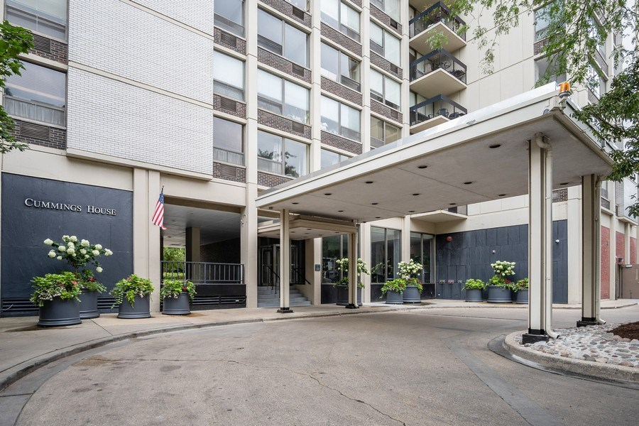 Real Estate Photography - 1360 N Sandburg Terrace, Unit 811, Chicago, IL, 60610 - Front View