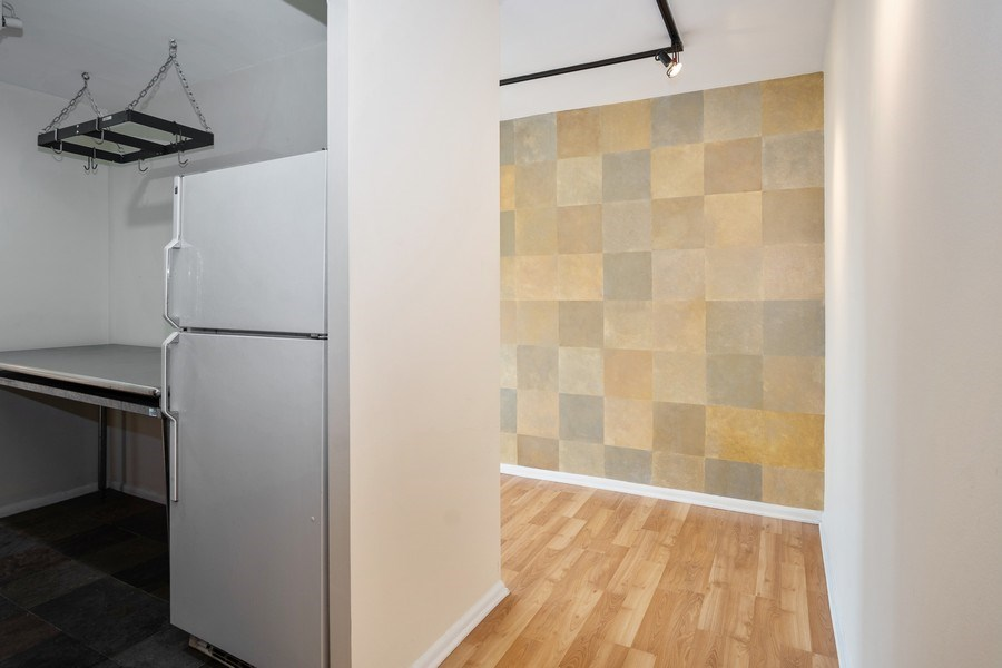 Real Estate Photography - 1360 N Sandburg Terrace, Unit 811, Chicago, IL, 60610 - Hallway