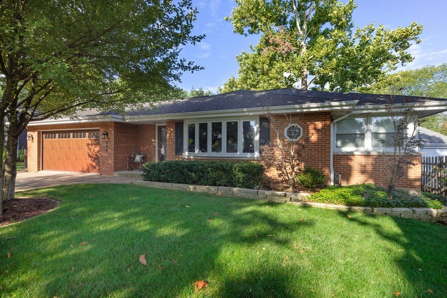 Real Estate Photography - 254 Scott Ave, Glen Ellyn, IL, 60137 - Front View